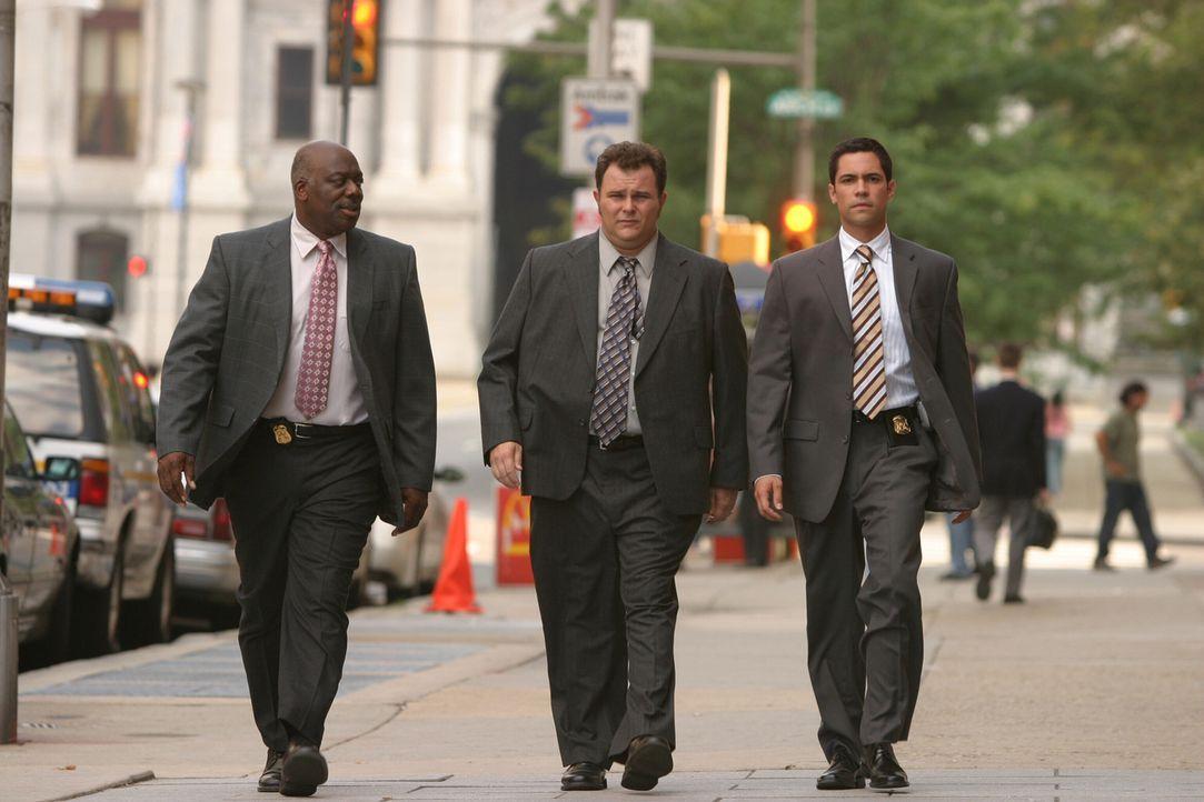Ein neuer Fall wartet auf Will (Thom Barry, l.), Nick (Jeremy Ratchford, M.) und Scott (Danny Pino, r.) ... - Bildquelle: Warner Bros. Television