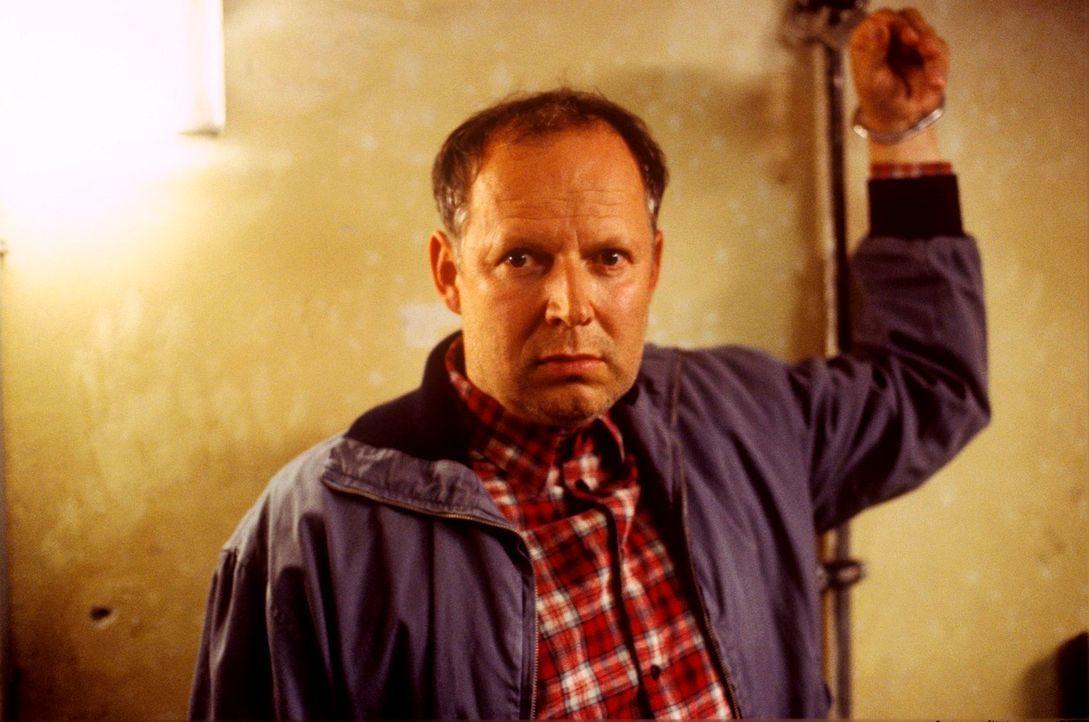 Willi Mattuschek (Axel Milberg) ist doch nicht tot - er sinnt auf Rache ... - Bildquelle: Kerstin Stelter Sat.1