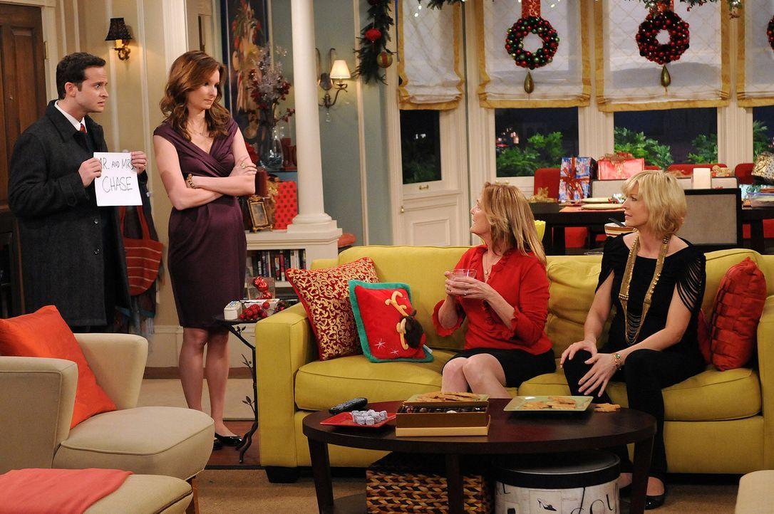 Billie (Jenna Elfman, r.) versucht vor ihrer Mutter (Nancy Leneham, 2.v.r.) zu verheimlichen, dass Zack bei ihr wohnt. Abby's (Lennon Parham, 2.v.l.... - Bildquelle: 2009 CBS Broadcasting Inc. All Rights Reserved