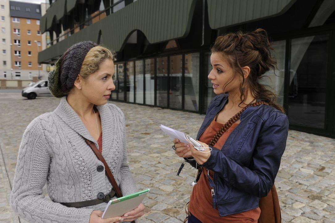Was haben Nina (Maria Wedig, l.) und Minni Herrmann (Iris Shala, r.) vor? - Bildquelle: SAT.1
