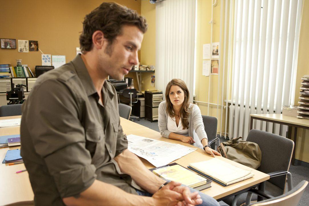 Bea (Vanessa Jung, r.) hat Ben von Michaels (Andreas Jancke, l.) Ultimatum berichtet. Ben kocht zunächst vor Wut, doch Bea kann ihn besänftigen. D... - Bildquelle: SAT.1