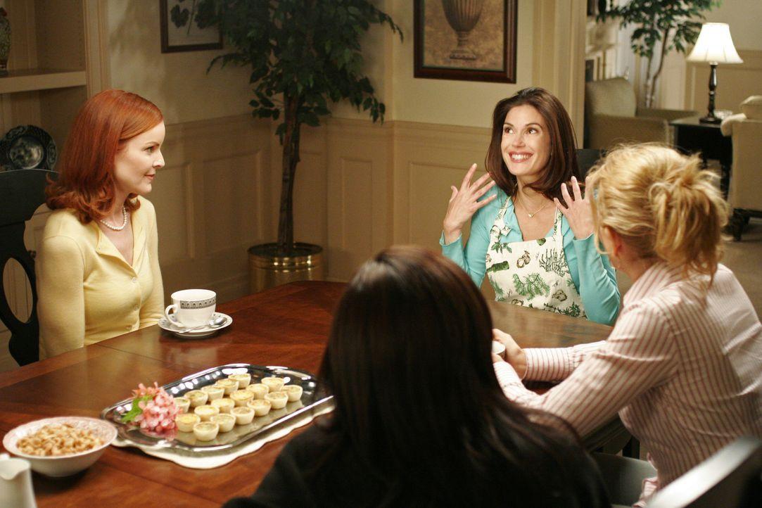 Susan (Teri Hatcher, 2.v.r.) trifft endgültig eine Entscheidung bezüglich Mike und erzählt dies freudestrahlend ihren Freunden Bree (Marcia Cross, l... - Bildquelle: Touchstone Pictures