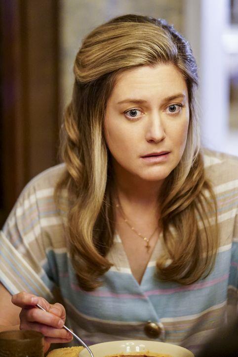 Nimmt einen Job als Sekretärin in der Kirche an: Mary (Zoe Perry) ... - Bildquelle: Warner Bros. Television