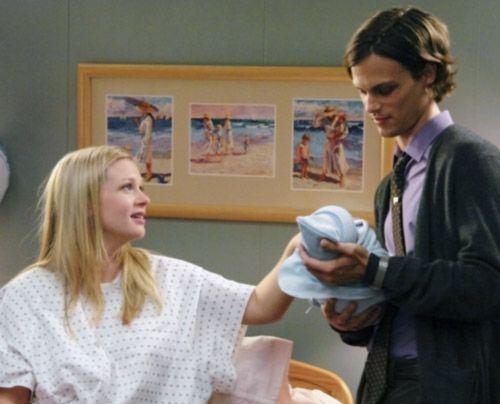 Nachdem der aktuelle Fall abgeschlossen ist, kann sich Reid (Matthew Gray Gubler) freuen, denn er ist Patenonkel von JJs (AJ Cook) Jungen geworden. - Bildquelle: Touchstone Television