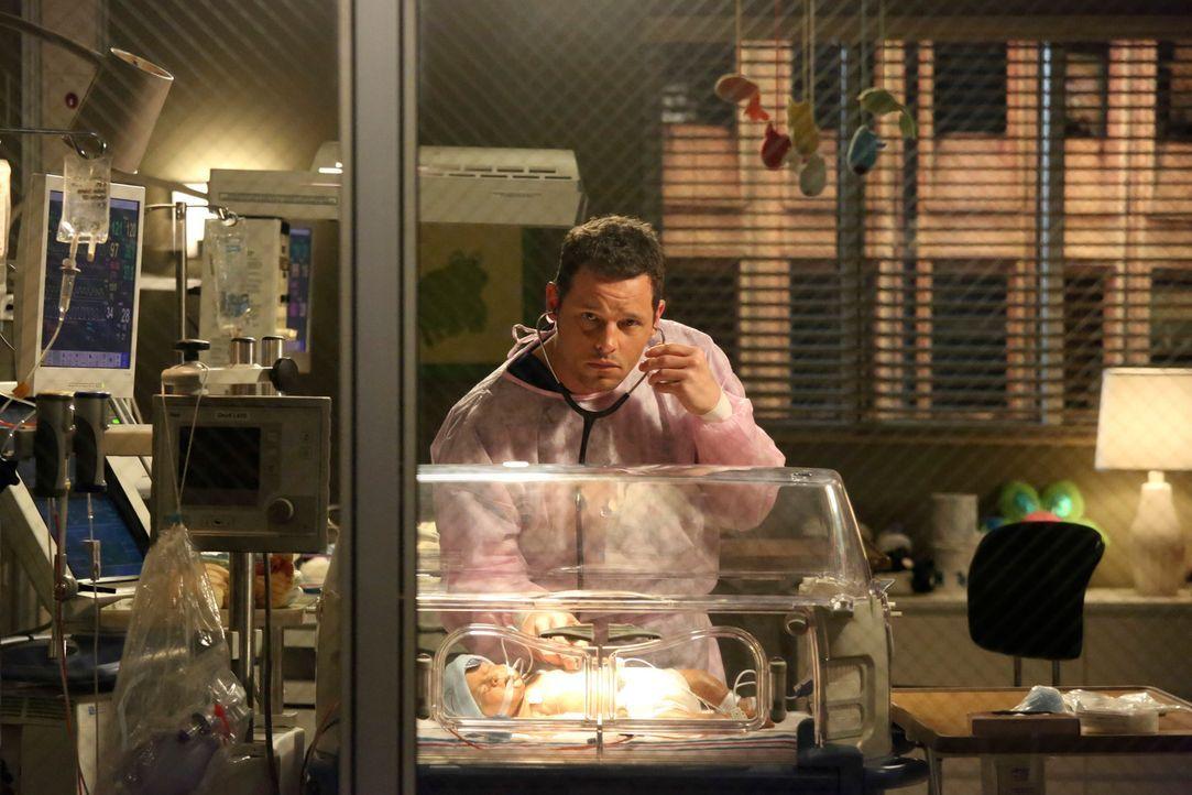 Karev (Justin Chambers) behandelt eine schwangere Frau, deren Baby gleich nach der Entbindung eine Operation benötigt ... - Bildquelle: ABC Studios