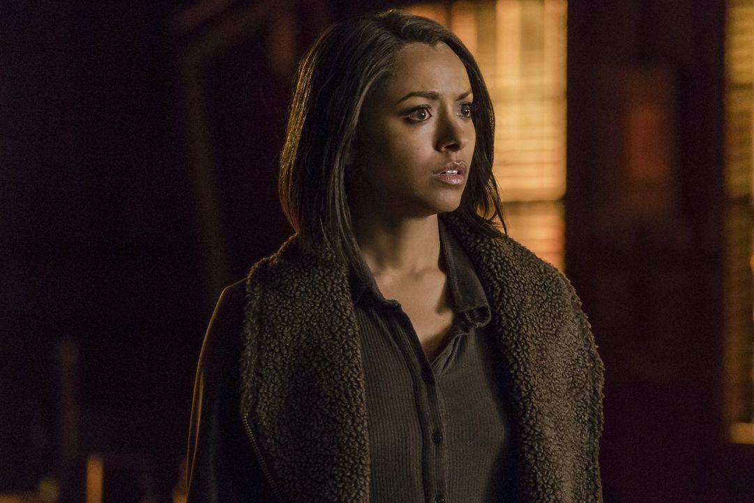 Bonnie (Kat Graham) kämpft verzweifelt gegen den Drang an, ihre Freunde töten zu wollen und ausgerechnet bei Enzo scheint sie, von ihrem Hass überwä... - Bildquelle: Warner Bros. Entertainment, Inc.