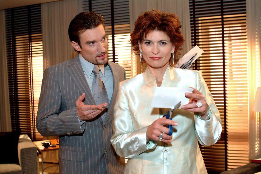 Richard (Karim Köster, l.) ist überrascht, dass Sophie (Gabrielle Scharnitzky, r.) sich kooperativ zeigt und die Seidels künftig in Ruhe lassen will... - Bildquelle: Monika Schürle Sat.1