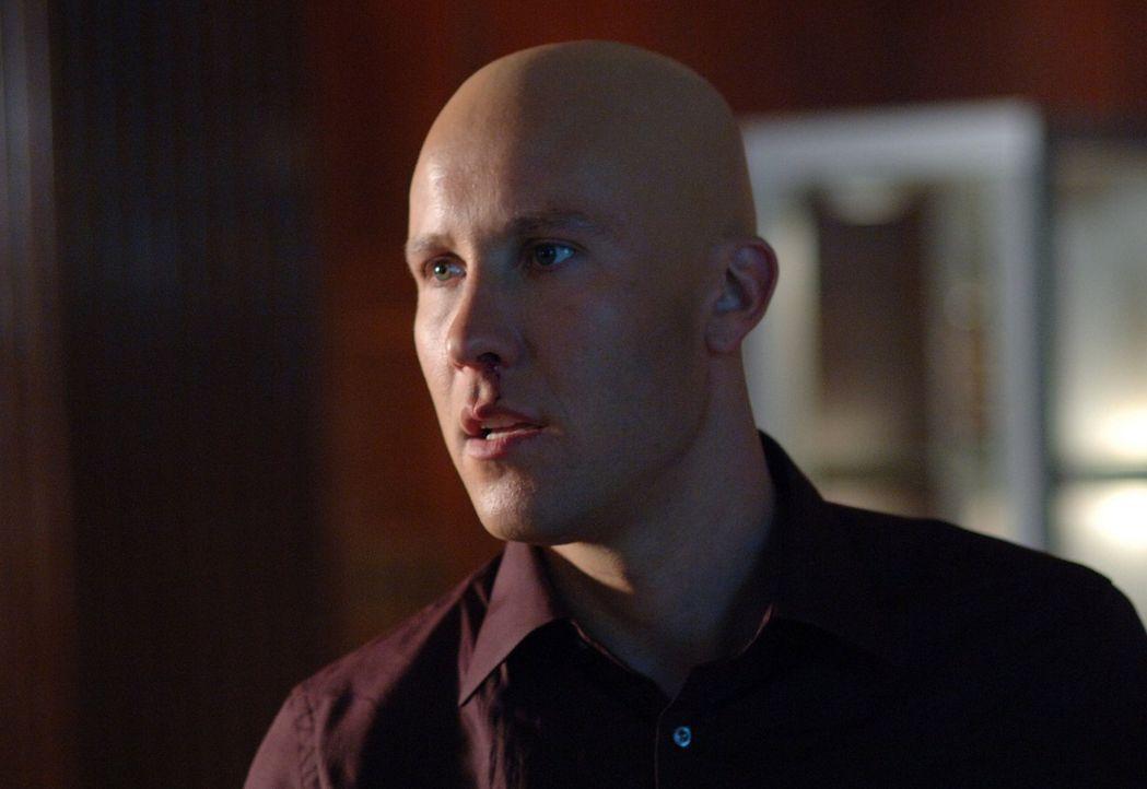 Noch ahnt Lex Luthor (Michael Rosenbaum) nicht, dass Clark seine Superkräfte verloren hat ... - Bildquelle: Warner Bros.