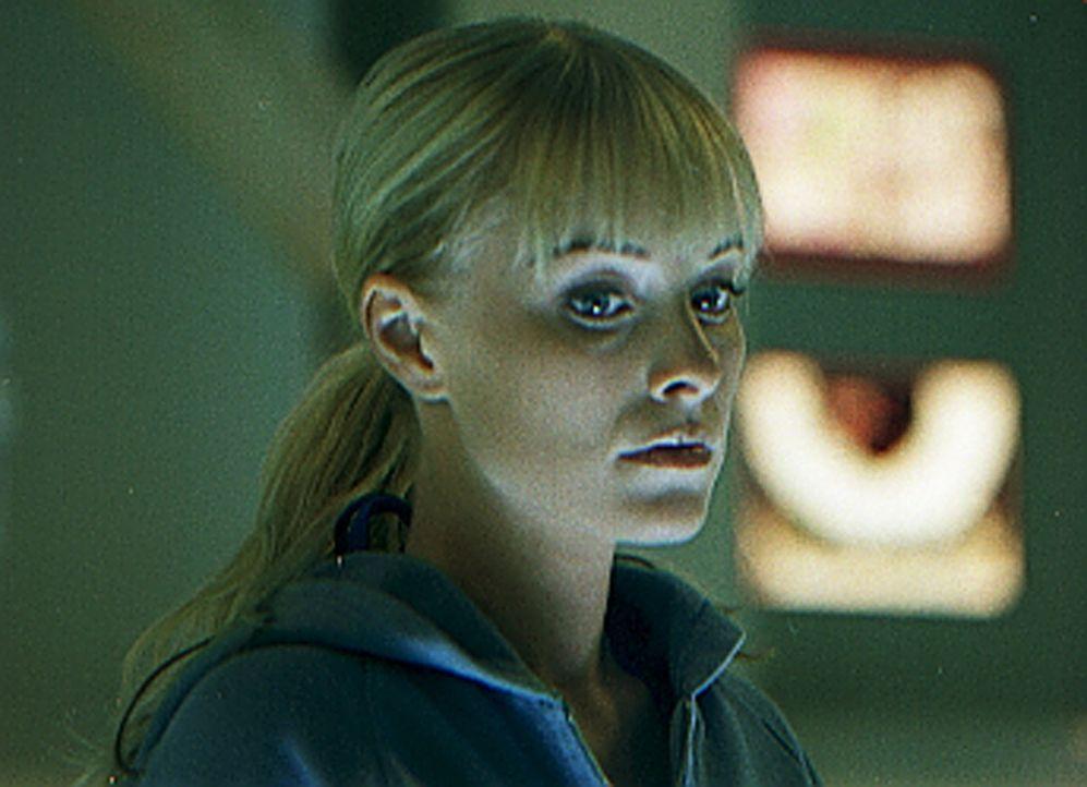 Noch ahnt Monica (Jaime Bergman) nicht, dass auf sie das ultimative Grauen wartet ... - Bildquelle: Sony Pictures Television International. All Rights Reserved.