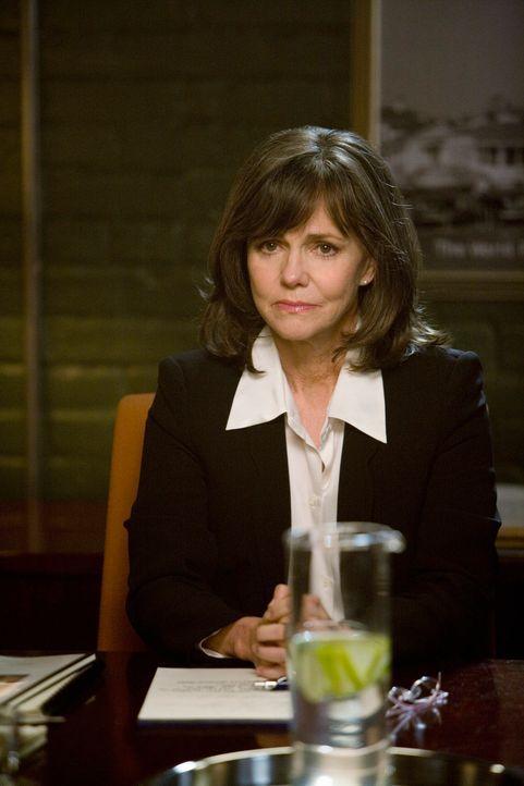 Ist weniger um die Firma besorgt, als um Sarahs Entscheidung: Nora (Sally Field) ... - Bildquelle: 2008 ABC INC.