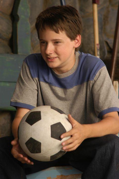 Nach dem Tode seiner Mutter macht sich der 13-jährige Zach Connolly (Jake Thomas) von Amerika nach Schottland auf, um den Vater zu suchen, den er n... - Bildquelle: 2006 Sony Pictures Television International