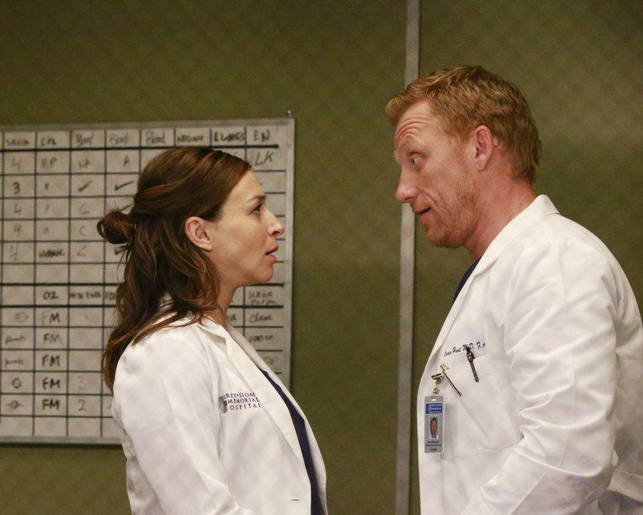 Amelia (Caterina Scorsone, l.) hinterfragt ihre Beziehung mit Owen (Kevin McKidd, r.), während Alex sich nur schwer in seinen Alltag in der Denny Du... - Bildquelle: Mitch Haaseth 2016 American Broadcasting Companies, Inc. All rights reserved.