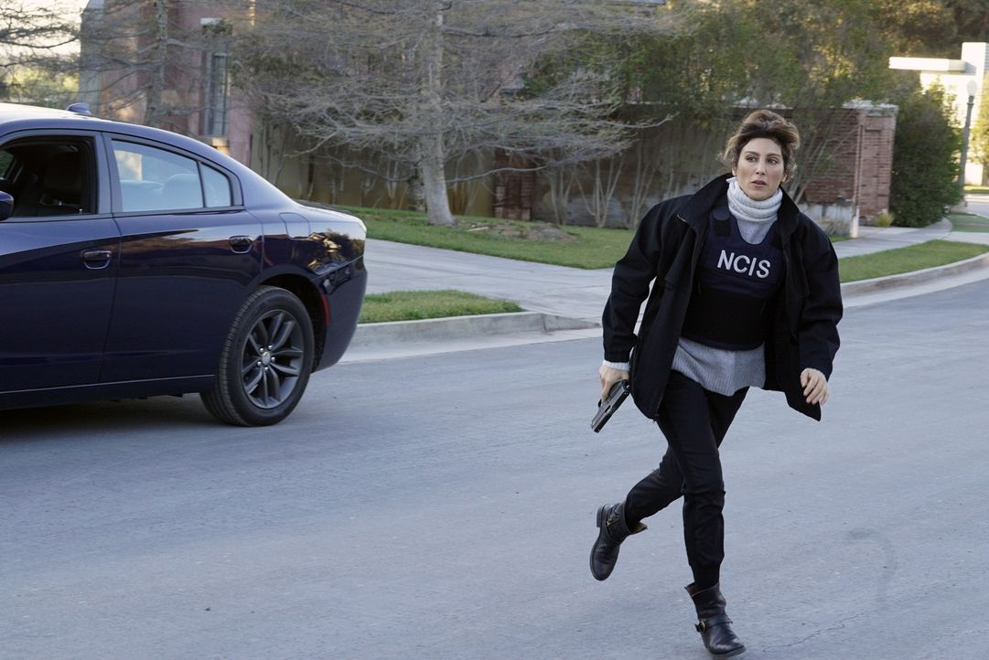Als sich Gibbs bei einem Undercover-Einsatz in Lebensgefahr bringt, ist Quinns (Jennifer Esposito) Köpfchen gefragt, doch die Zeit läuft davon ... - Bildquelle: Cliff Lipson 2016 CBS Broadcasting, Inc. All Rights Reserved