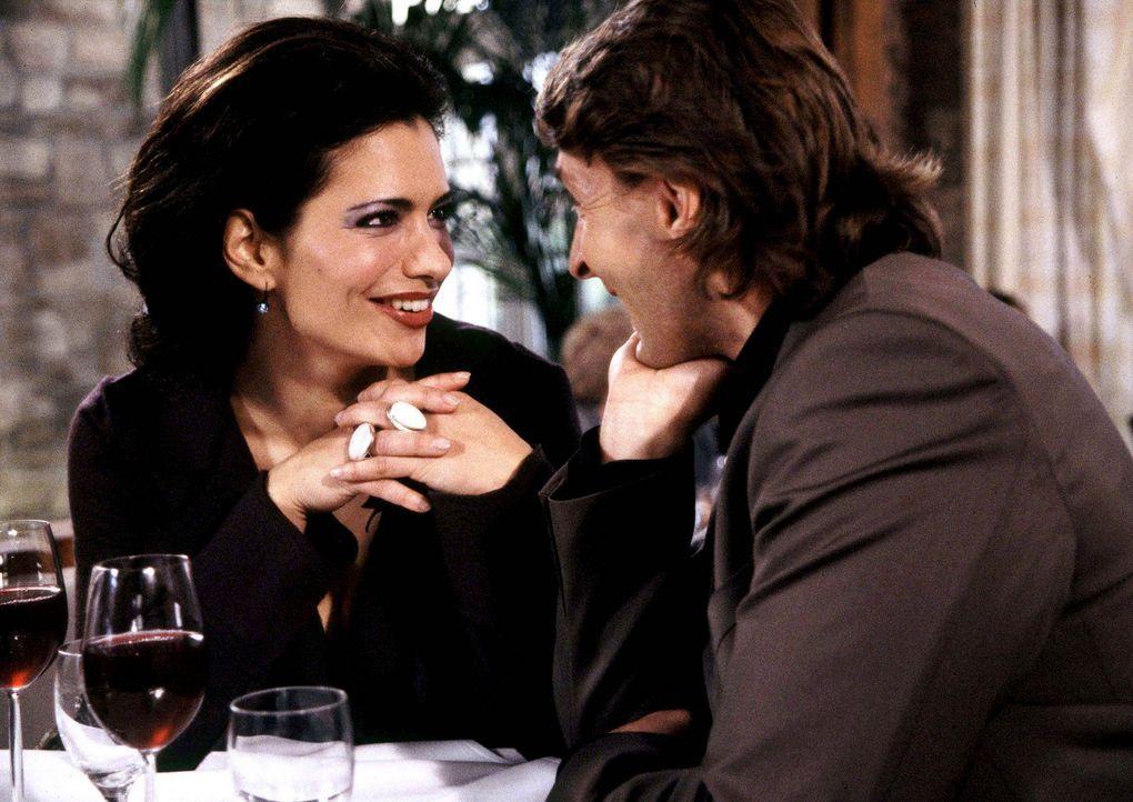 Seit Jahren betet Ferdinand (Mark Keller, r.) die liebenswerte Französin Louise (Sandra Speichert, l.) an. Doch die junge Frau ist nicht davon abzub... - Bildquelle: ProSieben ProSieben