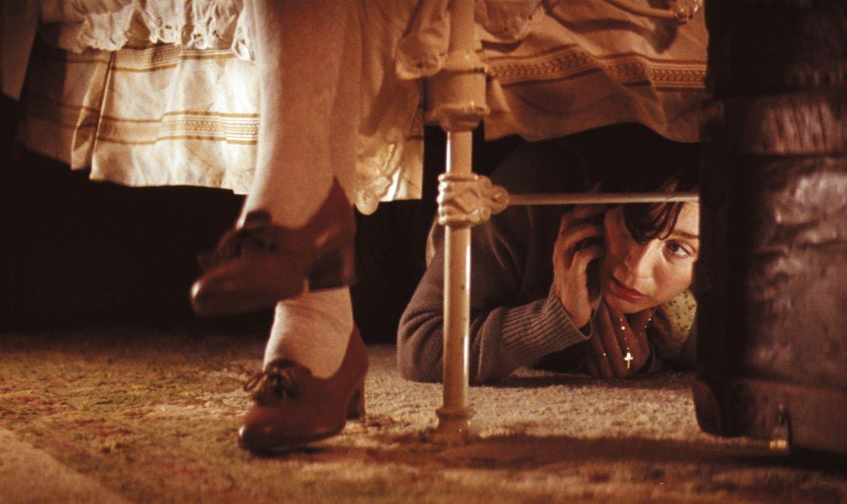 Nur zu gerne würde Gloria Goodfellow (Kristin Scott Thomas) erfahren, was in dem Koffer der neuen Haushälterin steckt ... - Bildquelle: Constantin Film