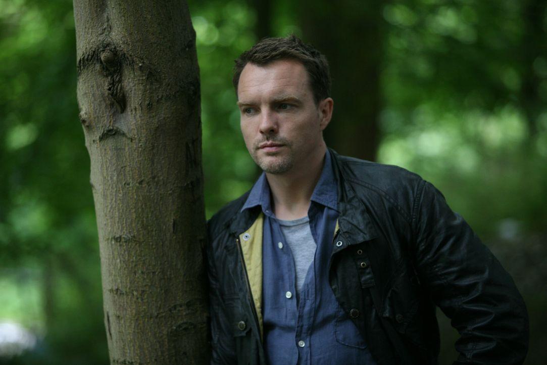 Matt (Ciaran McMenamin) sucht Emily und trifft dabei auf Ethan, der sie umbringen will. Doch wird es Matt gelingen ihn aufzuhalten? - Bildquelle: ITV Plc
