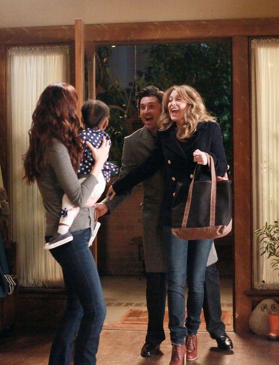 Damit Meredith (Ellen Pompeo, r.) und Derek (Patrick Dempsey, 2.v.r.) mal wieder eine Nacht für sich haben können, übernimmt Lexie (Chyler Leigh,... - Bildquelle: ABC Studios