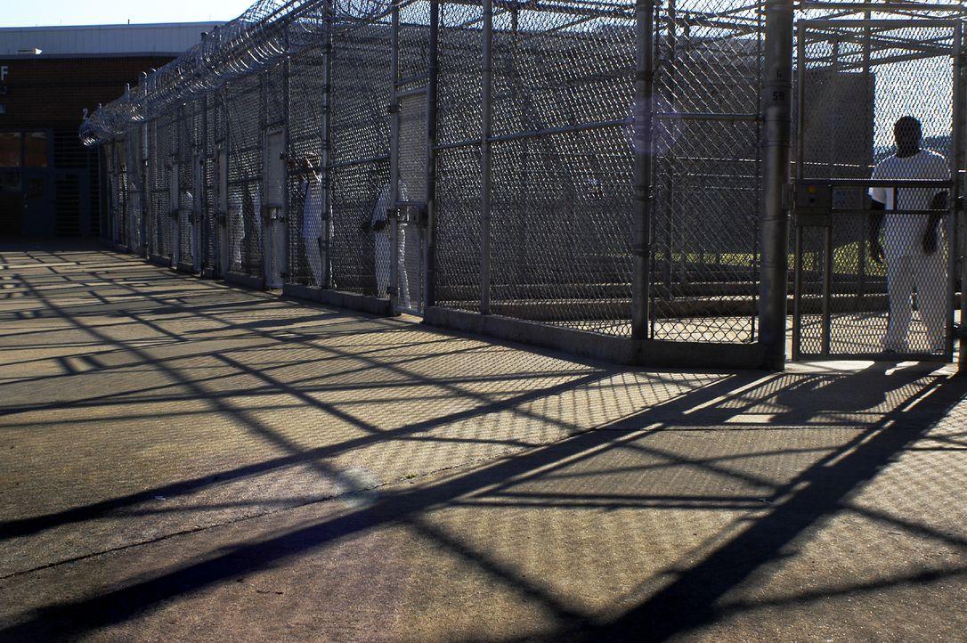 Selbst unter freiem Himmel sind die Gefangenen des Hays State Prison noch in kleine Zellen eingesperrt ... - Bildquelle: Derek Bell part2 pictures
