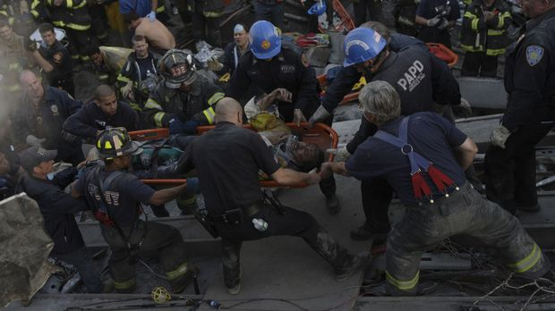 Nachdem ein Flugzeug in einen der Türme des World Trade Centers eingeschlagen...