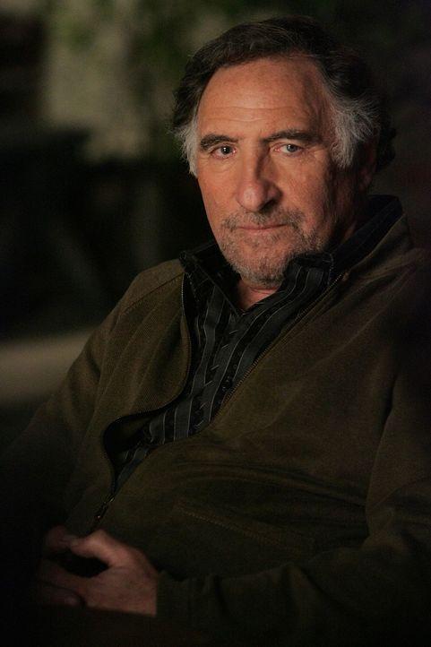 Macht sich Sorgen um seinen Sohn Charlie: Alan Eppes (Judd Hirsch) ... - Bildquelle: Paramount Network Television