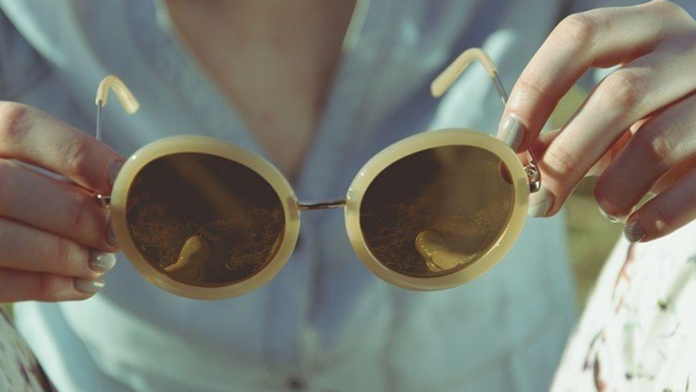 Promis mit Brille - schick und stylish – wie geht das?  - Bildquelle: Pixabay