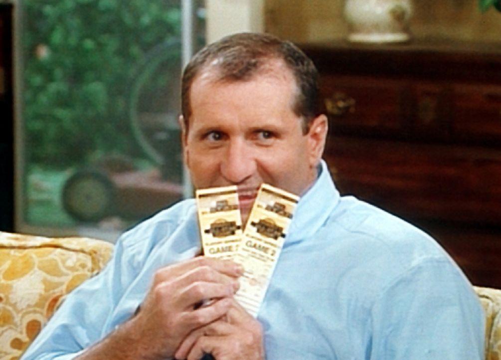 Al (Ed O'Neill) Frohlockt: Von einer spendablen Kundin hat er zwei V.I.P.-Logenplätze für ein Basketballspiel abgestaubt ... - Bildquelle: Columbia Pictures
