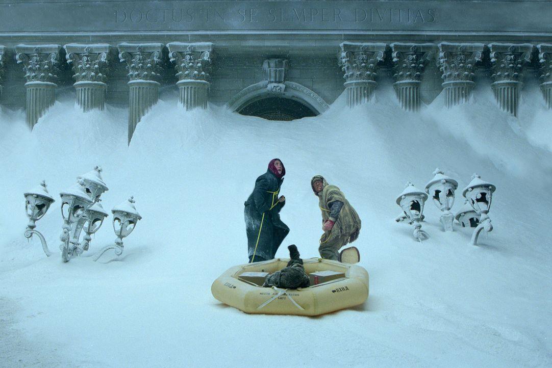 Nicht nur die Kälte ist ihr Feind: Sam Hall (Jake Gyllenhaal, l.) und Brian Parks (Arjay Smith, r.) ... - Bildquelle: 2004 Twentieth Century Fox Film Corporation. All rights reserved.