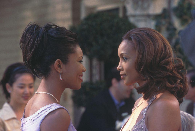 Als Shanté (Vivicia A. Fox, r.) ihren Freund mit Conny (Gabrielle Union, l.) antrifft, beginnt ein turbulentes Spiel ... - Bildquelle: 2003 Sony Pictures Television International. All Rights Reserved.