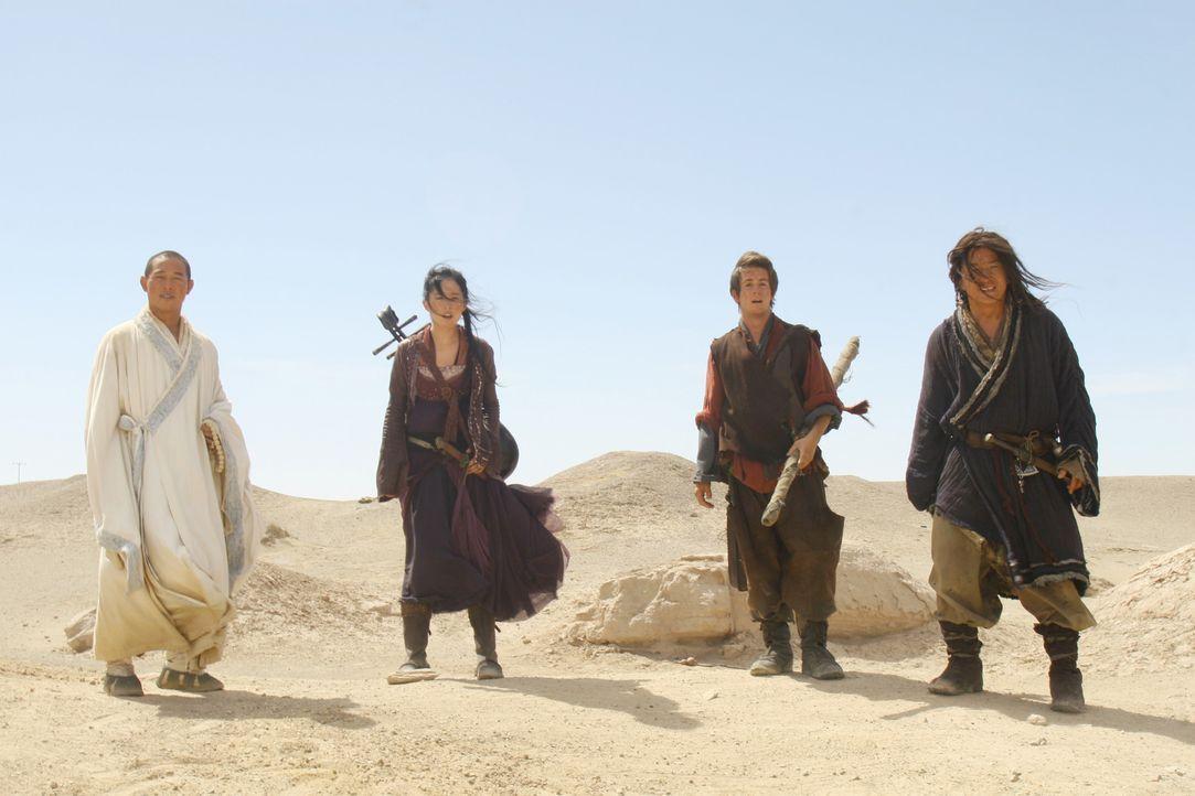 Seine Bestimmung  führt Jason (Michael Angarano, 2.v.r.) und seine Freunde Lu Yan (Jackie Chan, r.), Sperrling (Yifei Liu, 2.v.l.) und den Mönch (Je... - Bildquelle: 2008 J&J Project LLC. ALL RIGHTS RESERVED.