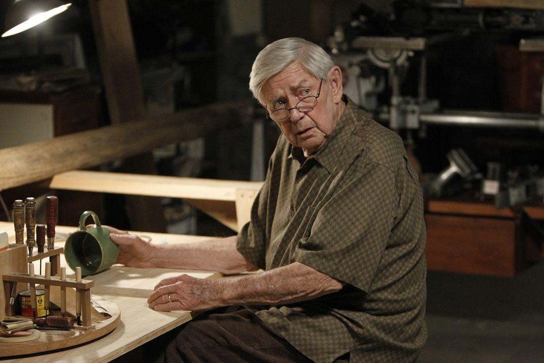 Muss sich mit seiner Vergangenheit auseinandersetzen: Jackson Gibbs (Ralph Waite) ... - Bildquelle: CBS Television
