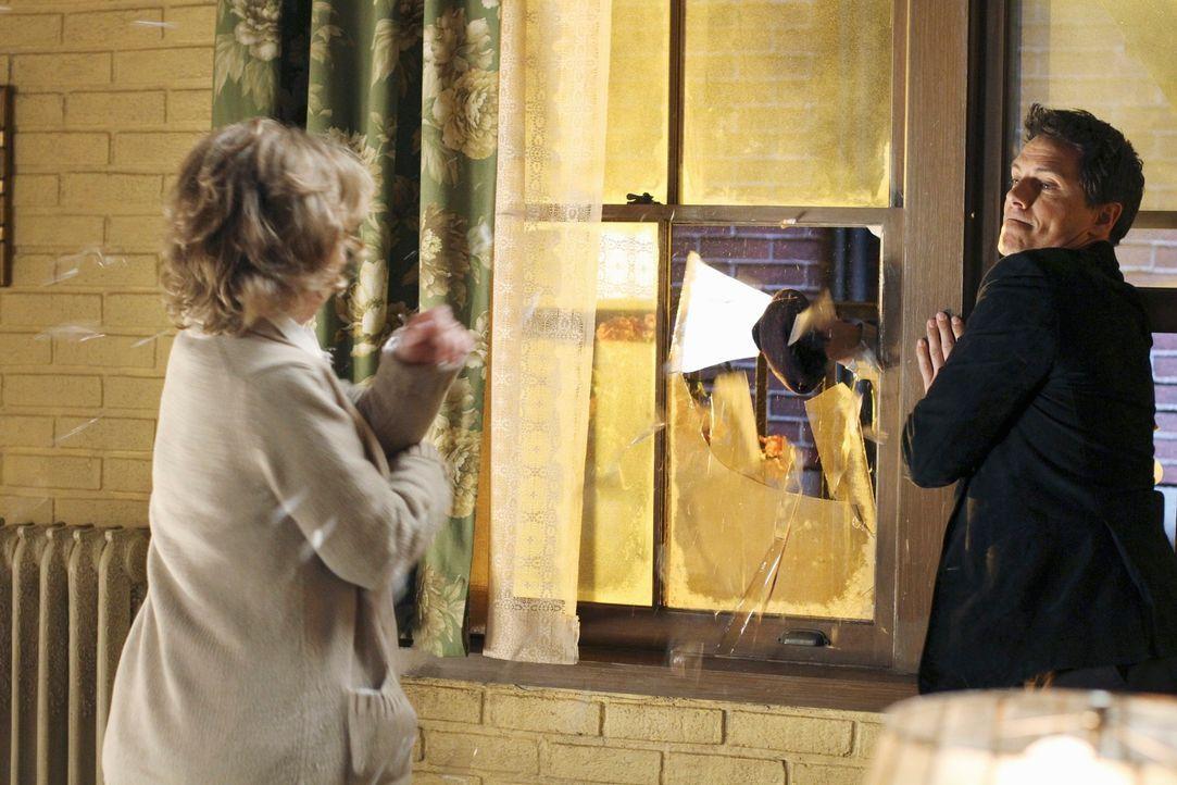 Hat Iris Beckley (Ellen Crawford, l.) einen Fehler begangen, als sie Kontakt mit Patrick Logan (John Barrowman, r.) aufgenommen hat? - Bildquelle: ABC Studios