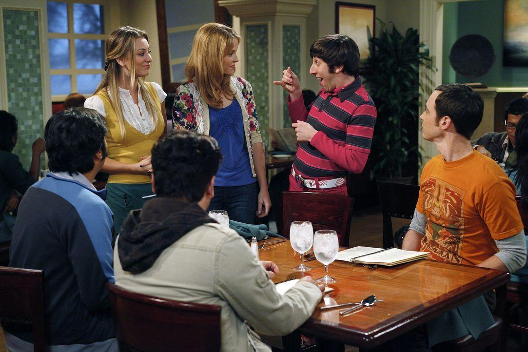 Da Sheldon (Jim Parsons, r.), Leonard (Johnny Galecki, 3.v.l.) und Howard (Simon Helberg, 2.v.r.) eine Freundin haben, beschließt Penny (Kaley Cuoc... - Bildquelle: Warner Bros. Television