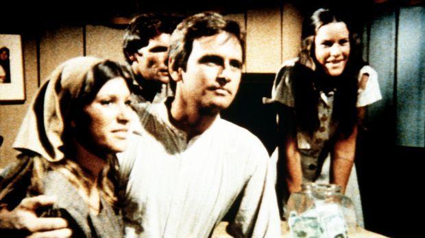 Mary Ellen (Judy Taylor, l.) und der Medizinstudent David (Robert S. Woods, 2...