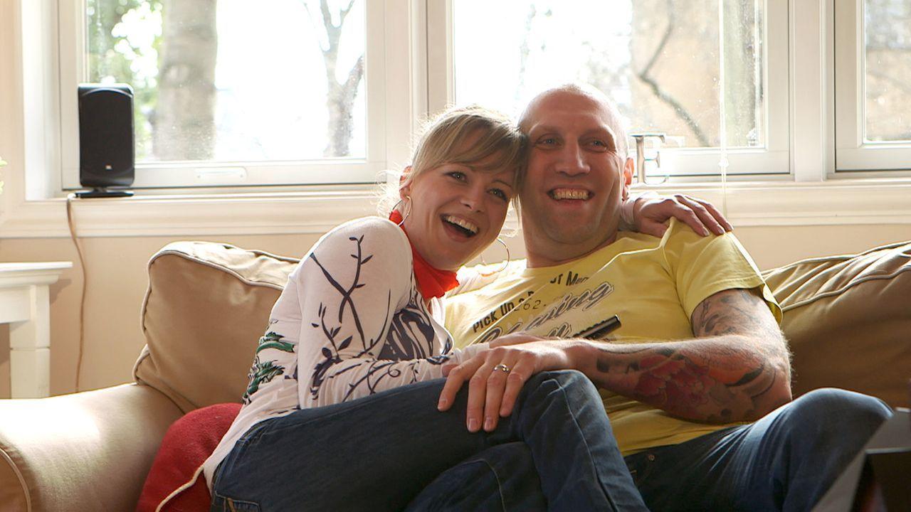 Seit zwei Wochen lebt die zehnköpfige Berliner Patchwork-Family um Fahrlehrer Michael (r.) und Polizistin Christina (l.) unter einem Dach. Noch fä... - Bildquelle: SAT.1