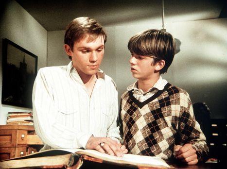 Die Waltons - Jim Bob (David Harper, r.) zeigt seinem Bruder John-Boy (Richar...