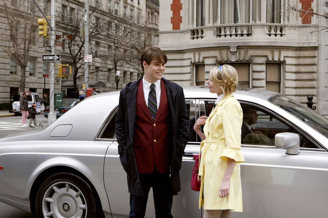 Jenny (Taylor Momsen, r.) und Asher (Jesse Swenson, l.) sind glücklich miteinander, doch was hat der smarte Junge wirklich mit ihr vor? - Bildquelle: Warner Bros. Television