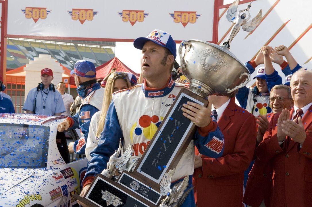 Ricky Bobby (Will Ferrell) wurde in einem Sportwagen zur Welt gebracht. Sein Vater war ein berühmter Rennfahrer, der seinem Sohn ein Motto mit auf... - Bildquelle: Copyright   2006 Sony Pictures Television International.