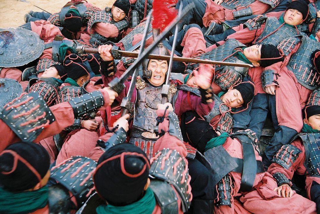 Mitten im Kampfgetümmel: General Meng Yi (Jackie Chan, M.) ... - Bildquelle: Splendid