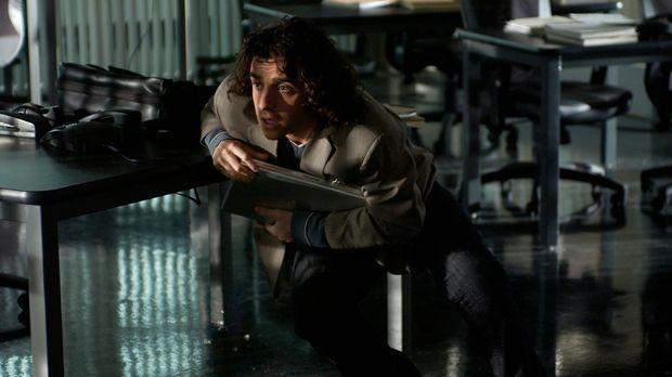 Auf das FBI-Büro wird ein Überfall verübt, dabei schlägt dicht neben Charlie...