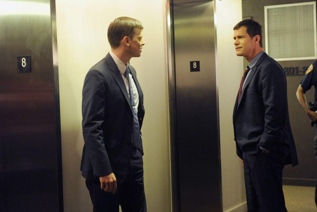 Müssen einen neuen Mordfall aufklären: Al (Dylan Walsh, r.) und Roe (Kevin Rankin, l.) ... - Bildquelle: Sony Pictures Television Inc. All Rights Reserved.