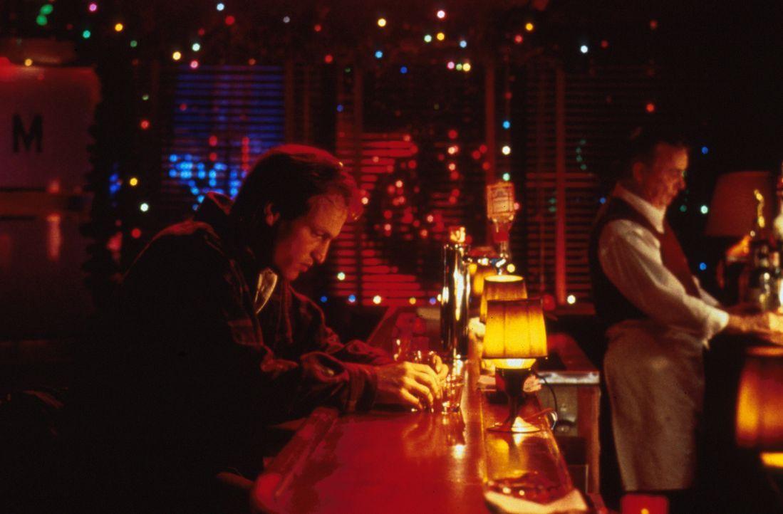 Nachdem er seinen Job verloren hat und von seinen Schuldnern unter Druck gesetzt wird, sieht Charlie (Woody Harrelson) nur noch einen Ausweg ... - Bildquelle: Columbia Tristar