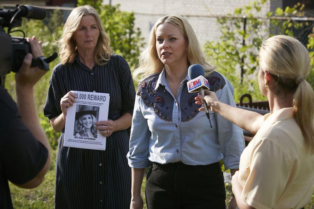 Nachdem die Polizei einfach keine Spur zum Mörder ihrer Tochter finden kann, macht Brenda Haferman (Dawn Sadler, M.) einen Aufruf in der Öffentlichk... - Bildquelle: Ian Watson Cineflix 2014