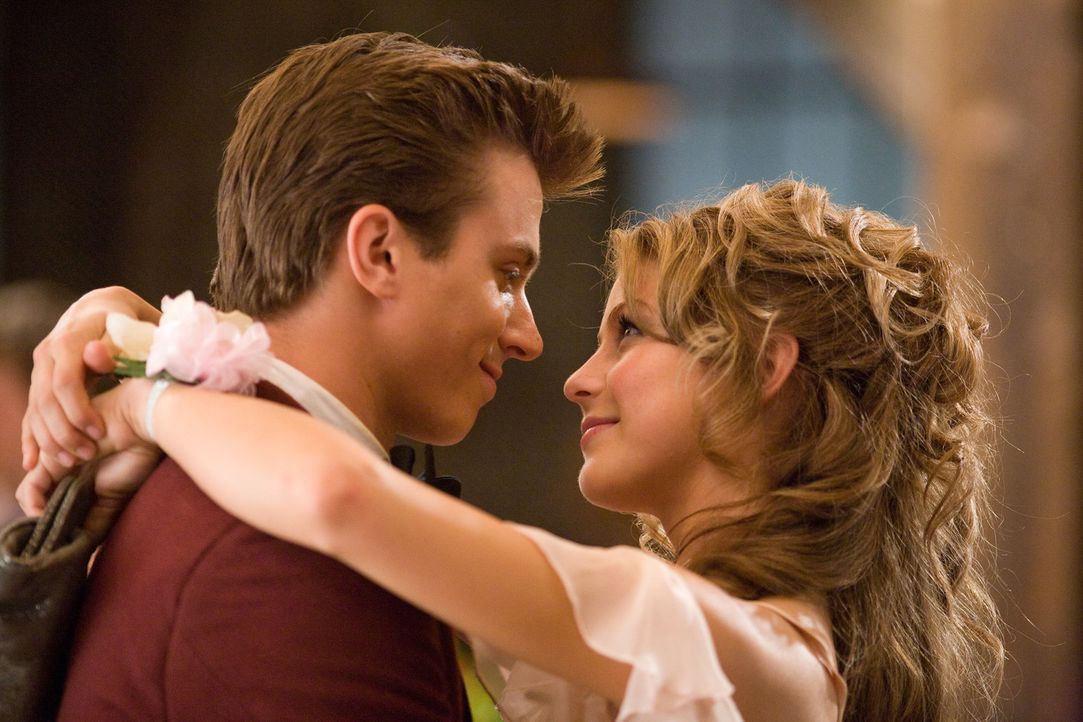 Ende gut, alles gut: Ren (Kenny Wormald, l.) und Ariel (Julianne Hough, r.) ... - Bildquelle: 2010 Paramount Pictures. All Rights Reserved.