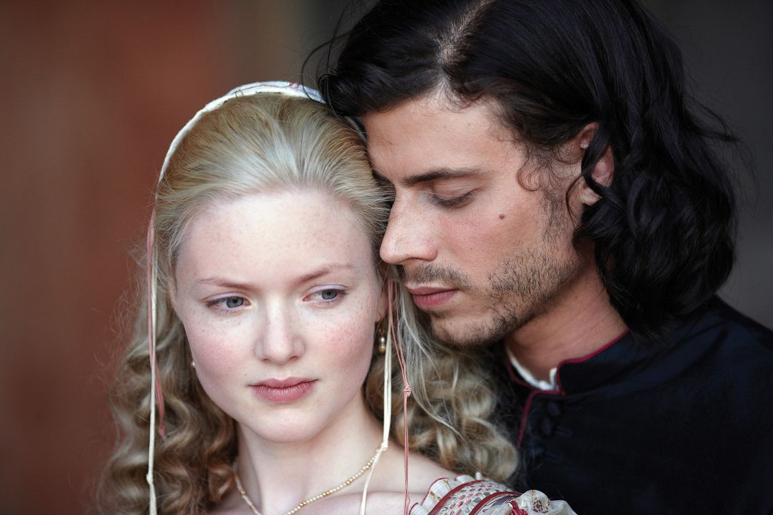 Sie verbindet eine ganz besondere Beziehung: Cesare (Francois Arnaud) und Lucrezia (Holliday Grainger) ... - Bildquelle: LB Television Productions Limited/Borgias Productions Inc./Borg Films kft/ An Ireland/Canada/Hungary Co-Production. All Rights Reserved.