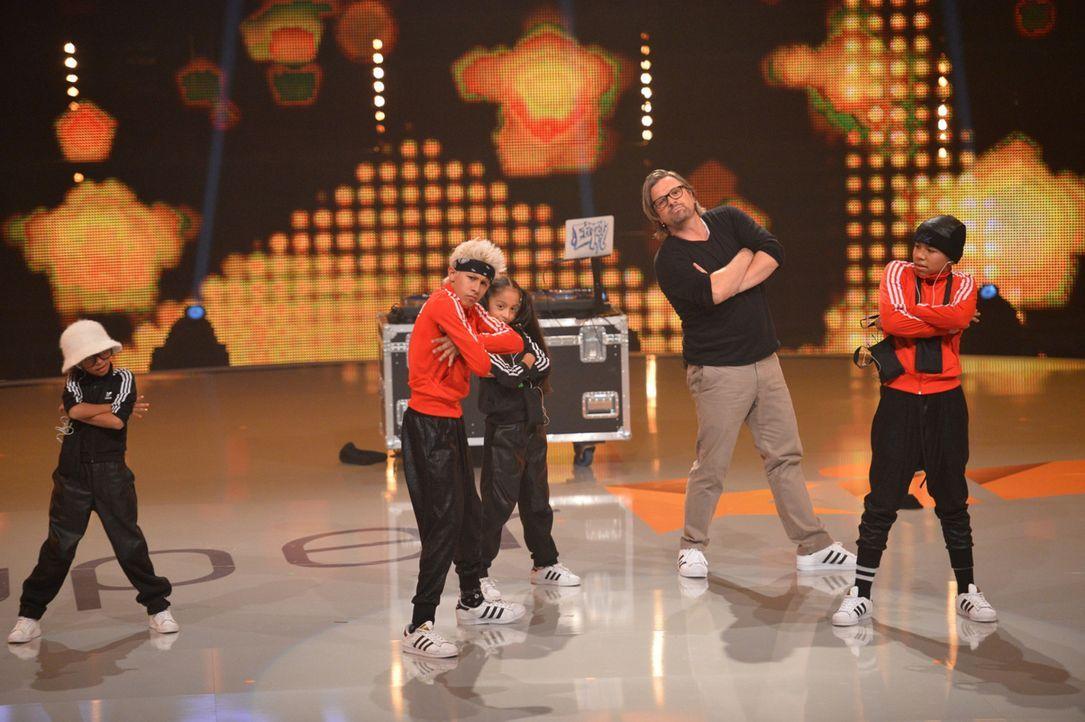 """Bei """"Superkids - die größten kleinen Talente der Welt"""" zeigt Henning Wehland (2.v.r.), dass er junges Können fördert. Doch wie weit werden die Monst... - Bildquelle: Willi Weber SAT.1"""