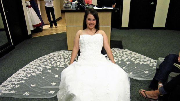 Lauren ist auf der Suche nach ihrem perfekten Hochzeitskleid! © TLC & Discove...