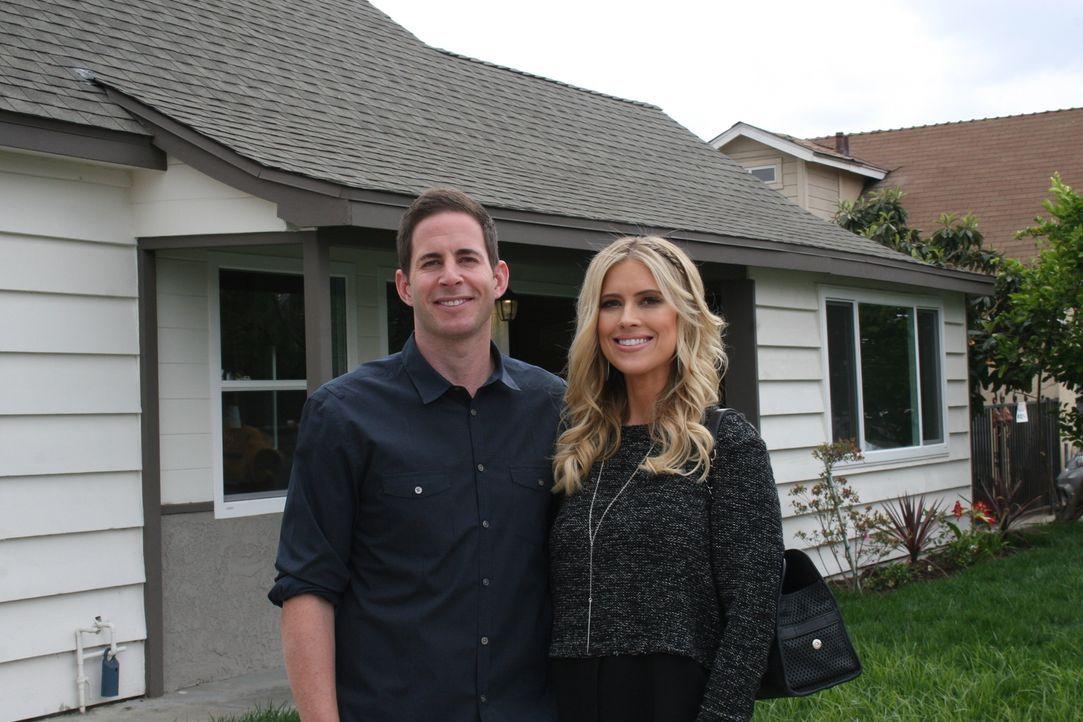 Machen Tarek (l.) und Christina (r.) mit dem Kauf eines Hauses in La Puente ein gutes Geschäft? - Bildquelle: 2015,HGTV/Scripps Networks, LLC. All Rights Reserved