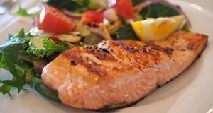 Fisch und Gemüse kommen bei der South Beach-Diät bevorzugt auf den Teller – d...