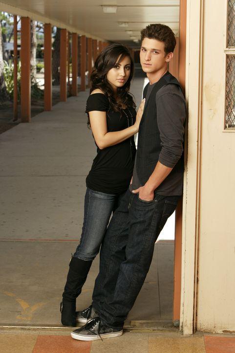 (1. Staffel) - Bei diesen beiden Schülern steht Sex an erster Stelle: Adrian (Francia Raisa, l.) und Ricky (Daren Kagasoff, r.) ... - Bildquelle: ABC Family