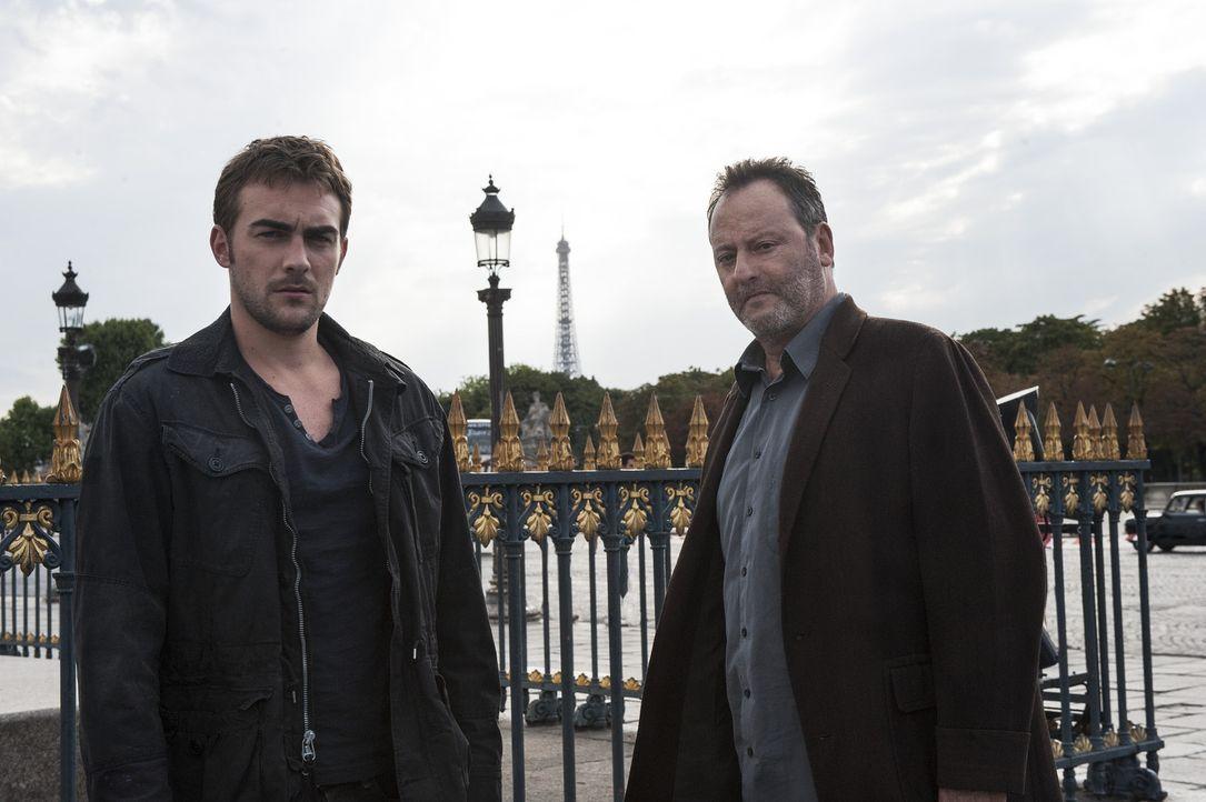 Als der Kletterspezialist Bernard Lang am Fuß des Obelisken auf dem Place de la Concorde tot aufgefunden wird, müssen Jo (Jean Reno, r.) und Marc... - Bildquelle: Stéphanie Dupont Atlantique Productions